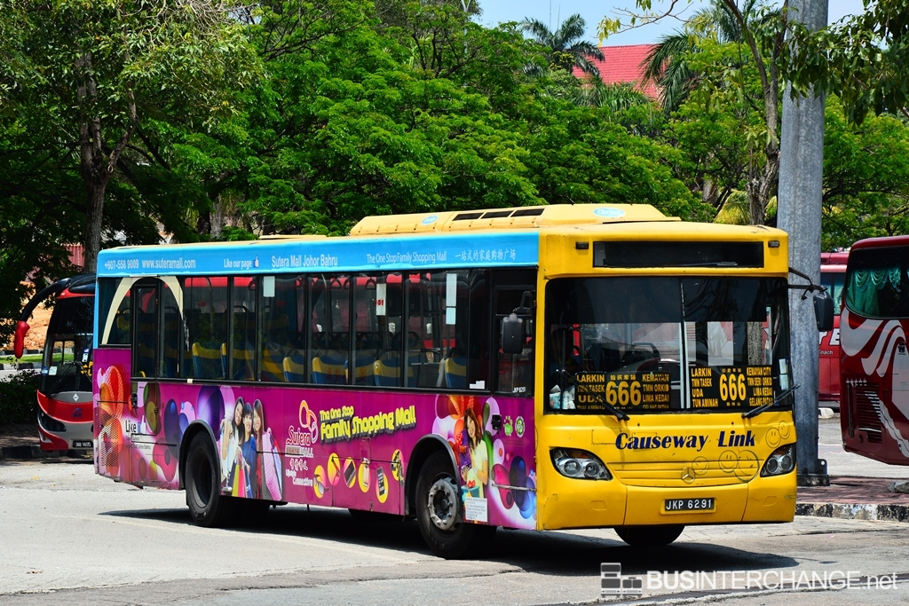 A Mercedes-Benz CBC1725 (JKP6291) operating on Causeway Link bus service 666