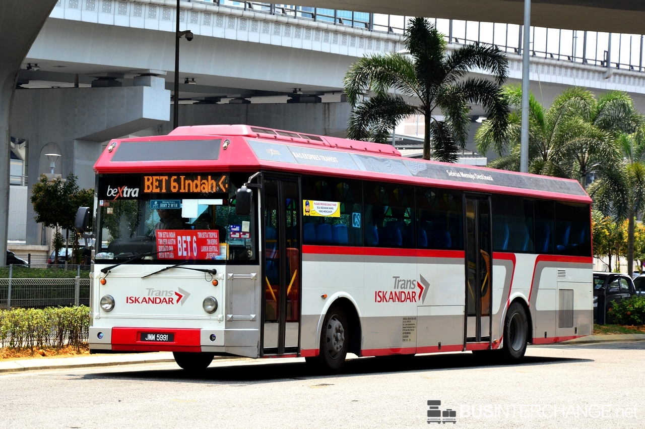 A Hino RK1JSLL (JMW5991) operating on Causeway Link bus service BET6