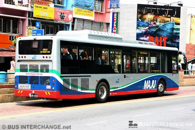 A Bonluck JXL6116 (JNU5556) operating on Maju bus service 221