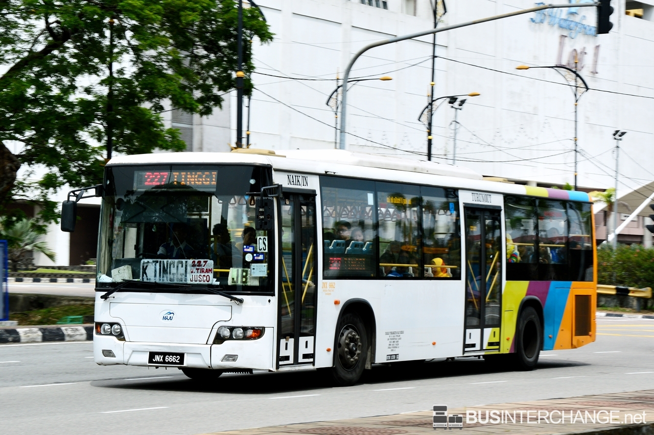 A Higer KLQ6128G (JNX6662) operating on Maju bus service 227