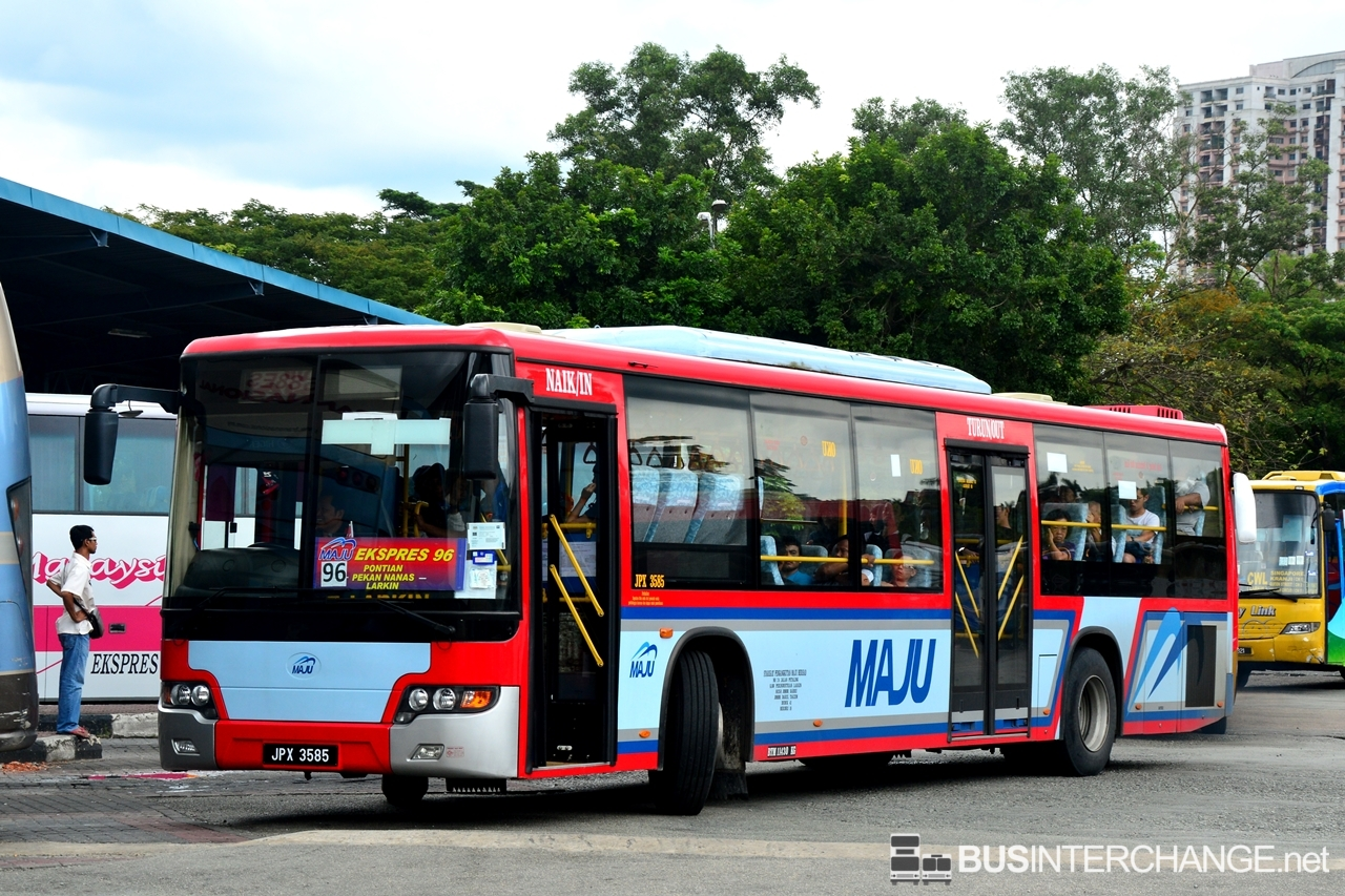 A Higer KLQ6128G () operating on Maju bus service 96