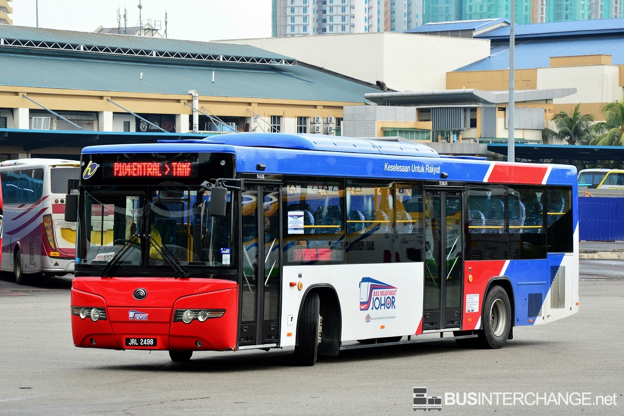 A Yutong ZK6118HG (JRL2498 ) operating on Causeway Link bus service P104