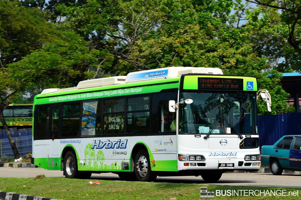 Hino Blue Ribbon City Hybrid are seen on the roads conducting trial on Iskandar Puteri Shuttle bus IP, operated by Causeway Link.