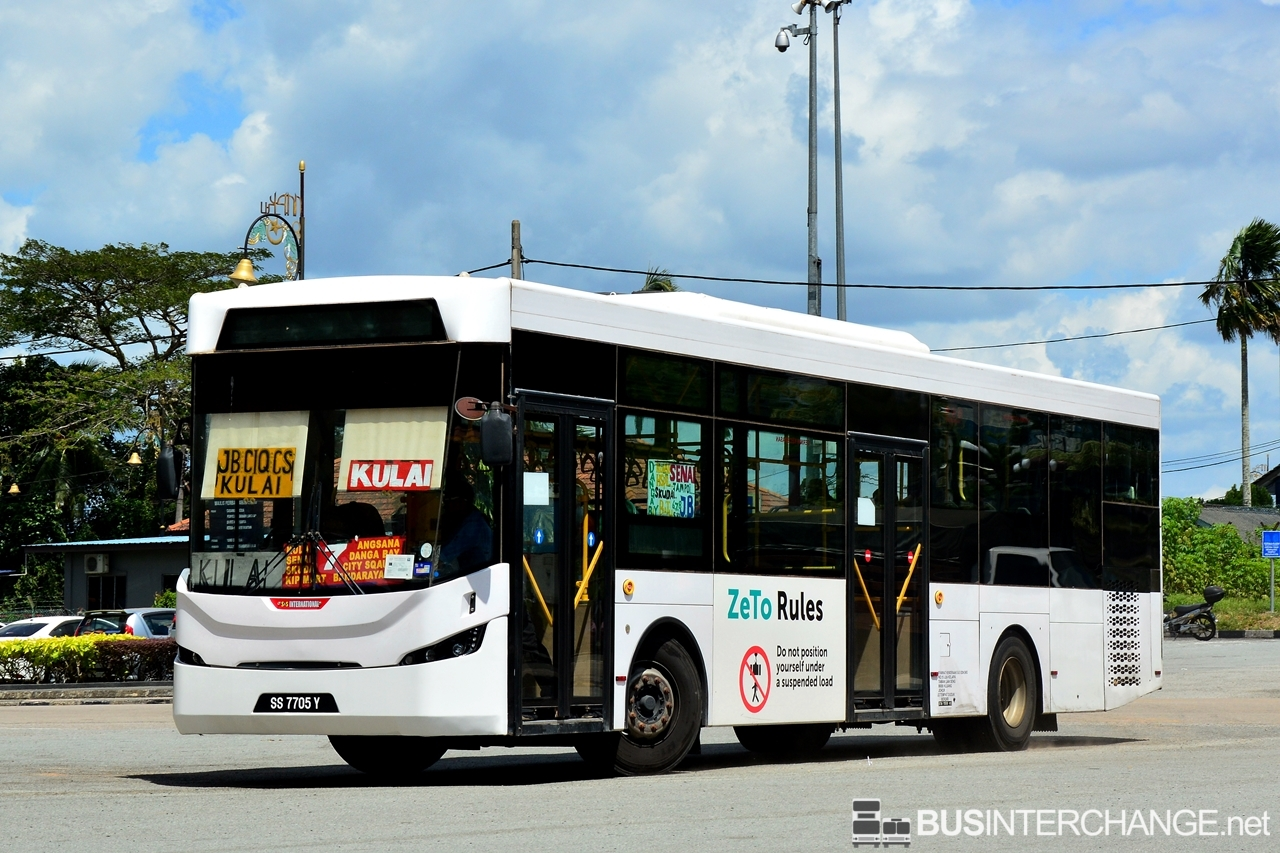 The Sksbus LEC-300H with Sksbus LRC City Bus bodywork (SS7705Y) is seen on S&S International Bus Service 7.