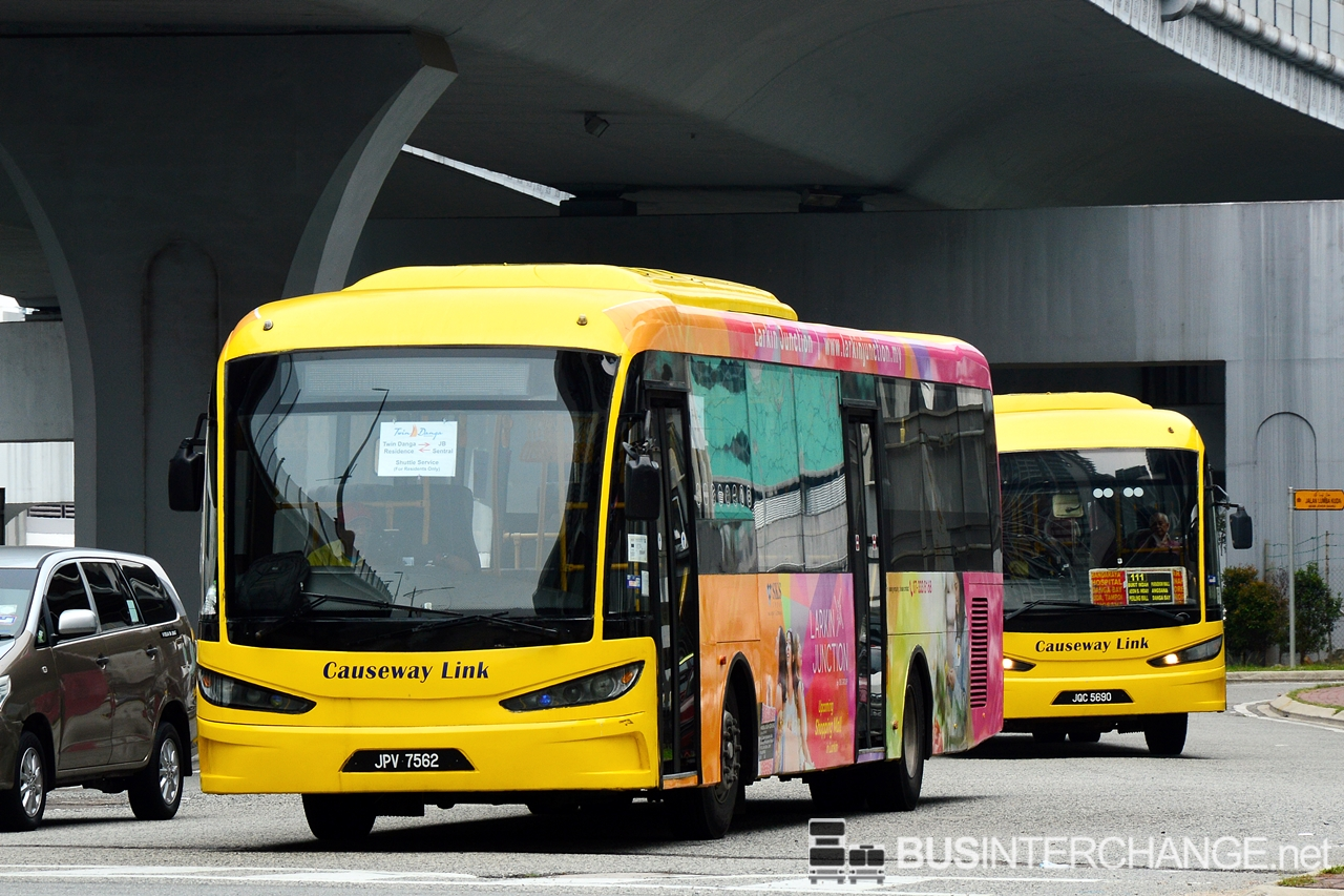Twin Danga Residence shuttle bus service is operated by Causeway Link